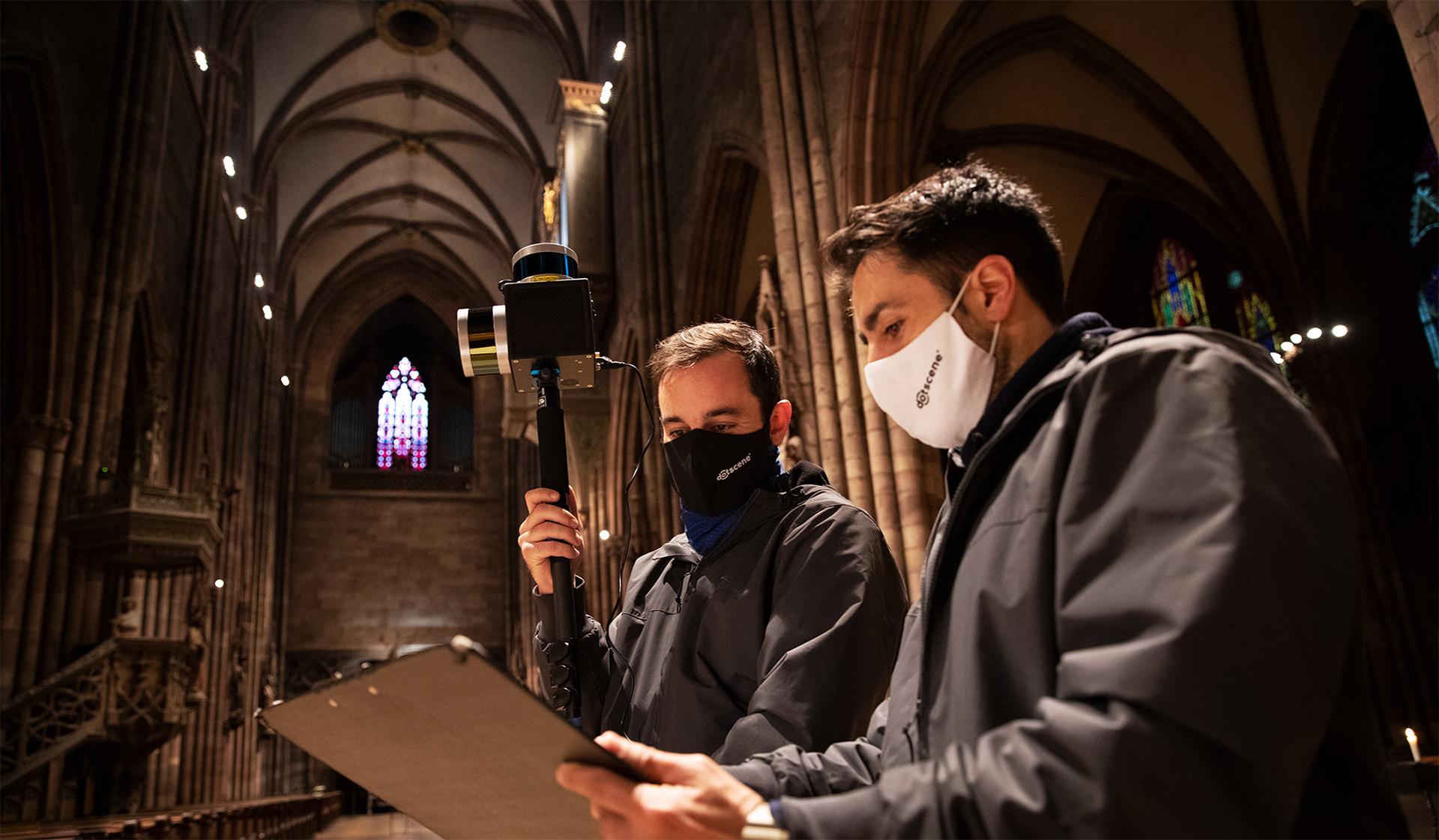 Arbeiter von dotscene beim Scannen des Freiburger Muensters