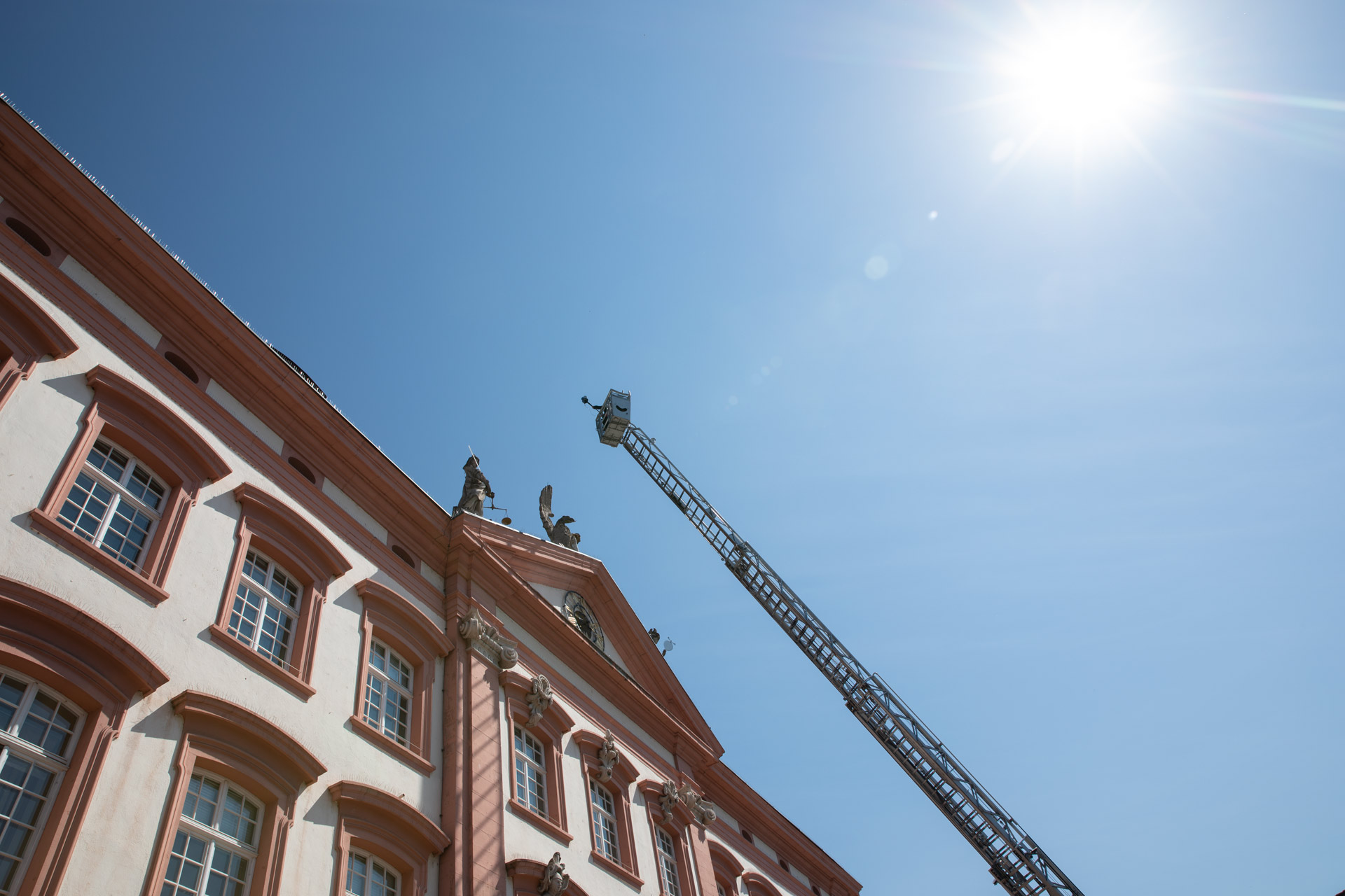 fassade von Gengenbach Rathaus und dotcube